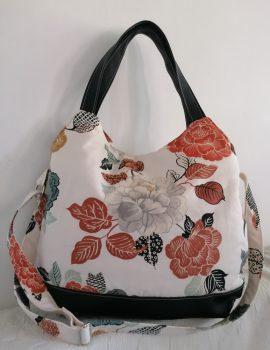 Fehér rózsamintás női táska