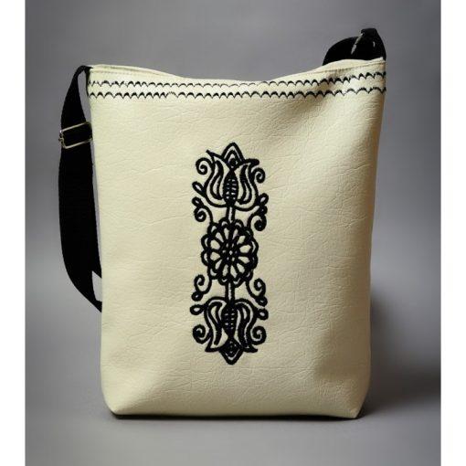 Hímzett bőr táska kalotaszegi mintával