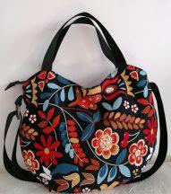 Fekete virágmintás női táska 01