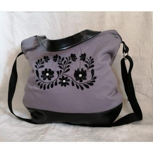 Hímzett matyó táska